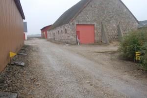 """Billedet er fra Djursgård der endnu engang lagde gårdsplads til nogle spændende orienteringsdetaljer. Således skulle skiltet """"Ø"""" passeres fem gange."""